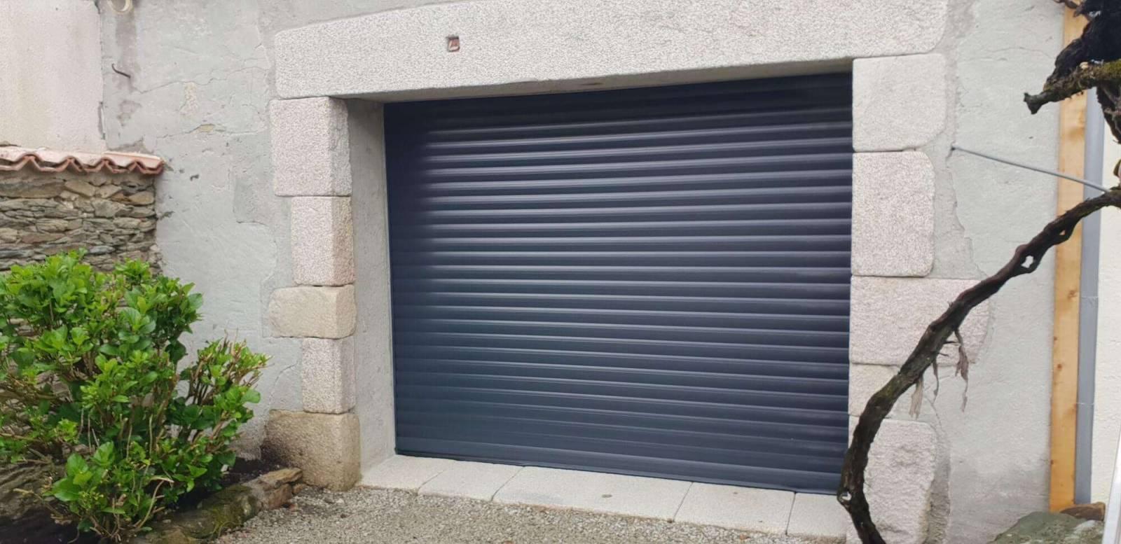 La porte de garage enroulable mod le enroulable bourg en bresse v randas heinrich - Porte de garage design ...